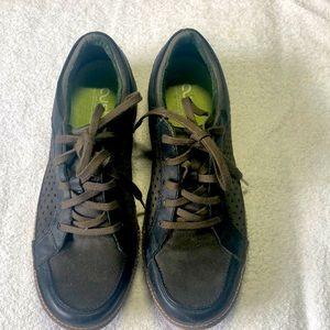Men's Cushe Sneakers.